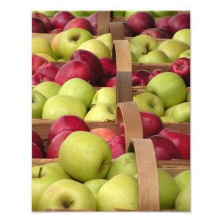 """Manzanas en el mercado - rojo y """"golden delicious"""" fotos"""