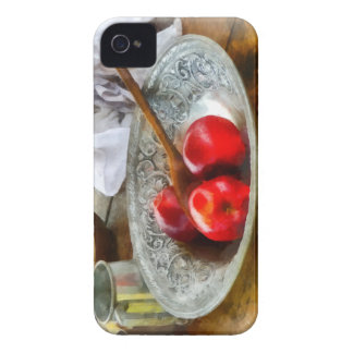 Manzanas en un cuenco de plata Case-Mate iPhone 4 protector