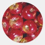 Manzanas rojas únicas pegatina redonda