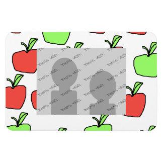 Manzanas rojas y modelo verde de las manzanas rectangle magnet