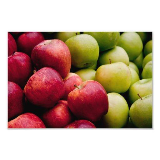 Manzanas rojas y verdes orgánicas frescas fotografía
