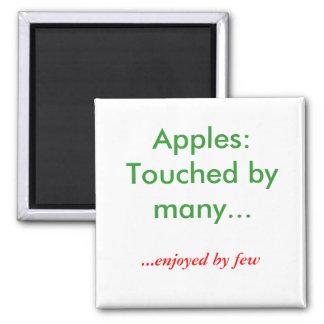 Manzanas:  Tocado por muchos…,… gozó por pocos Imán Cuadrado