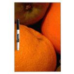 Manzanas y naranjas pizarras blancas