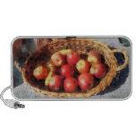 Manzanas y plátanos en cesta altavoz