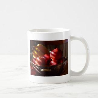Manzanas y plátanos tazas de café