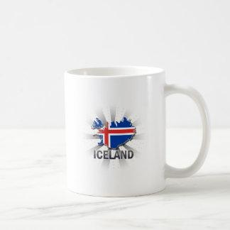 Mapa 2,0 de la bandera de Islandia Taza Básica Blanca