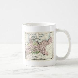 Mapa antiguo de Prusia Taza Básica Blanca