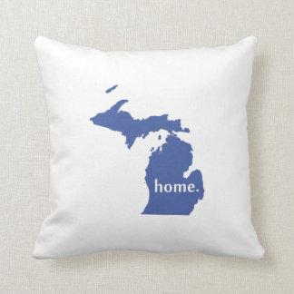Mapa casero del estado de la silueta de Michigan Cojín Decorativo