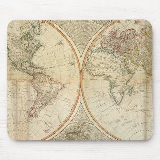 Mapa coloreado de la mano compuesta del mundo tapetes de ratones