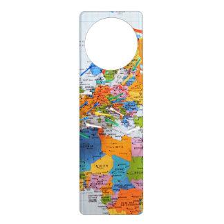 Mapa colorido del viaje colgantes para puertas