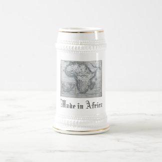 Mapa de África hecho en taza de cerveza de África