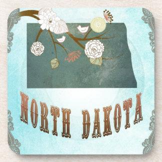 Mapa de Dakota del Norte con los pájaros preciosos Posavasos De Bebida