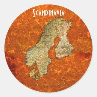 Mapa de ESCANDINAVIA en los pegatinas anaranjados Pegatina Redonda