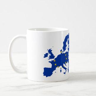 Mapa de la bandera de unión europea taza básica blanca
