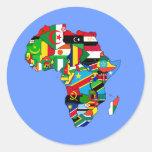 Mapa de las banderas de África - regalo africano d Etiquetas Redondas
