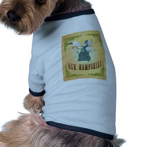 Mapa de New Hampshire con los pájaros preciosos Camisa De Perro