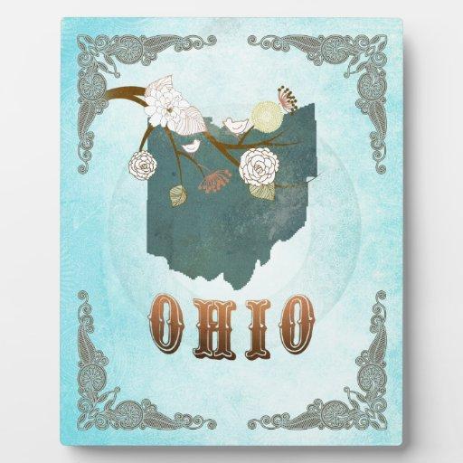 Mapa de Ohio con los pájaros preciosos Placa De Plastico