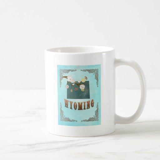 Mapa de Wyoming con los pájaros preciosos Tazas De Café