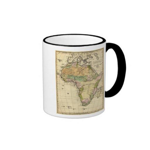 Mapa del atlas coloreado de la mano de África Taza