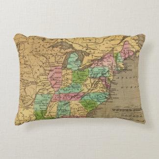 Mapa del atlas coloreado de la mano de los cojín decorativo