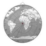 Mapa del gris y blanco del mundo tablero dardos