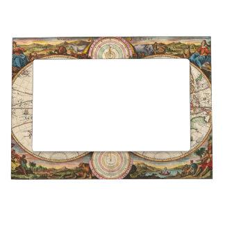 Mapa del mundo antiguo en dos hemisferios marcos magneticos de fotos