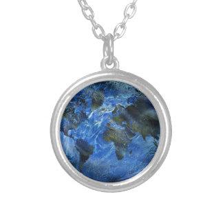 Mapa del mundo azul de Swirly Arylic Collares Personalizados