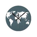 Mapa del mundo. azul y blanco relojes