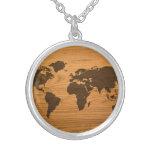 Mapa del mundo quemado madera joyerias