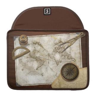 Mapa del mundo y herramientas del vintage fundas para macbooks