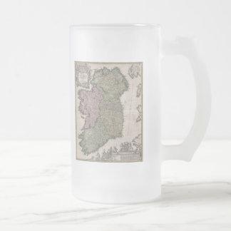 Mapa del vintage de Irlanda (1716) Jarra De Cerveza Esmerilada