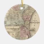 Mapa del vintage de Milwaukee (1880) Adorno Navideño Redondo De Cerámica
