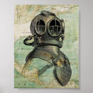 Mapa náutico antiguo con el poster del casco de la