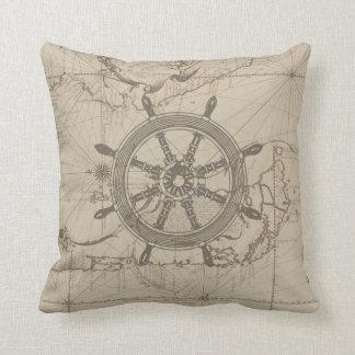 Mapa náutico con la rueda de la nave cojines
