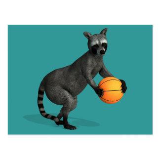 Mapache de Basketballer Tarjeta Postal