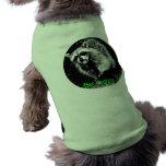 Mapache de risa lindo en el suéter del perro camisa de perrito