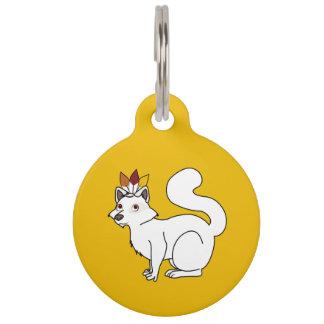 Mapache del albino de la acción de gracias con el placa para mascotas