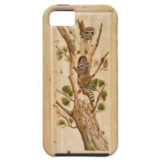 Mapache que sube en el caso de madera del iPhone 5 iPhone 5 Case-Mate Cobertura
