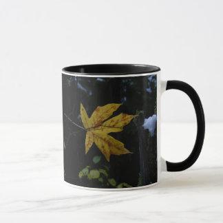 Maple Leaf Gold Floating 3D Mug