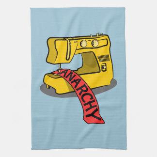Máquina de coser amarilla de la anarquía toalla de mano