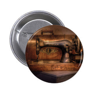 Máquina de coser - cantante pin redondo de 2 pulgadas