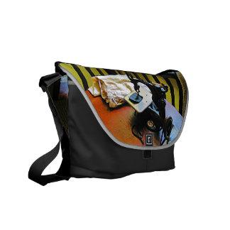 Máquina de coser con el paño bolsa de mensajeria