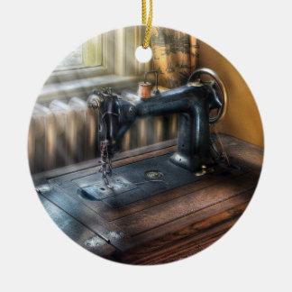 Máquina de coser - la máquina de coser ornamento para reyes magos