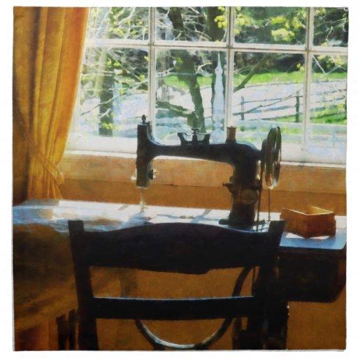 Máquina de coser por la ventana servilletas imprimidas