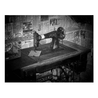 Máquina de coser tarjeta postal