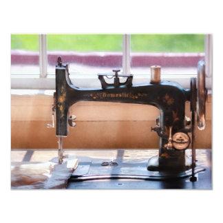 Máquina de coser - una puntada a tiempo invitaciones personales