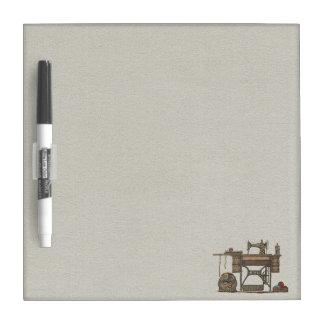 Máquina de coser y gatitos del pedal tablero blanco