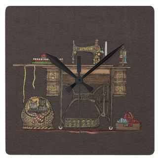 Máquina de coser y gatitos del pedal reloj de pared