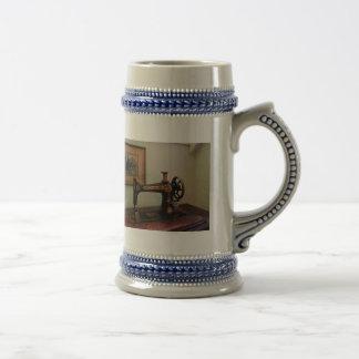 Máquina de coser y litografía tazas de café