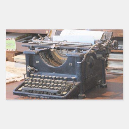 Máquina de escribir antigua rectangular pegatina
